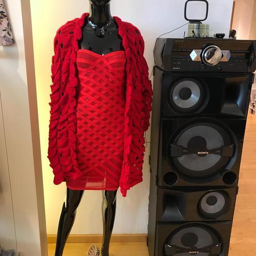 Abbildung:  Flauschiger Cardigan Rot